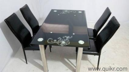 Good Condition 4 Seater Dining Table For Sale