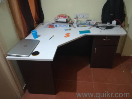 5 Month Old Spacious L Shaped Office Study Table